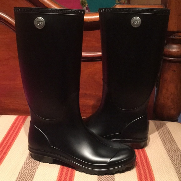 db4808426050 UGG women s Shelby Matte Rain Boots. M 5a9b987c9cc7ef4a0ff30705